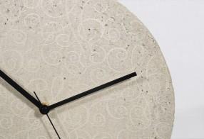 Horloge silencieuse en béton